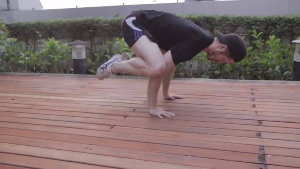 how to do a crow pose, beginner bodyweight workout